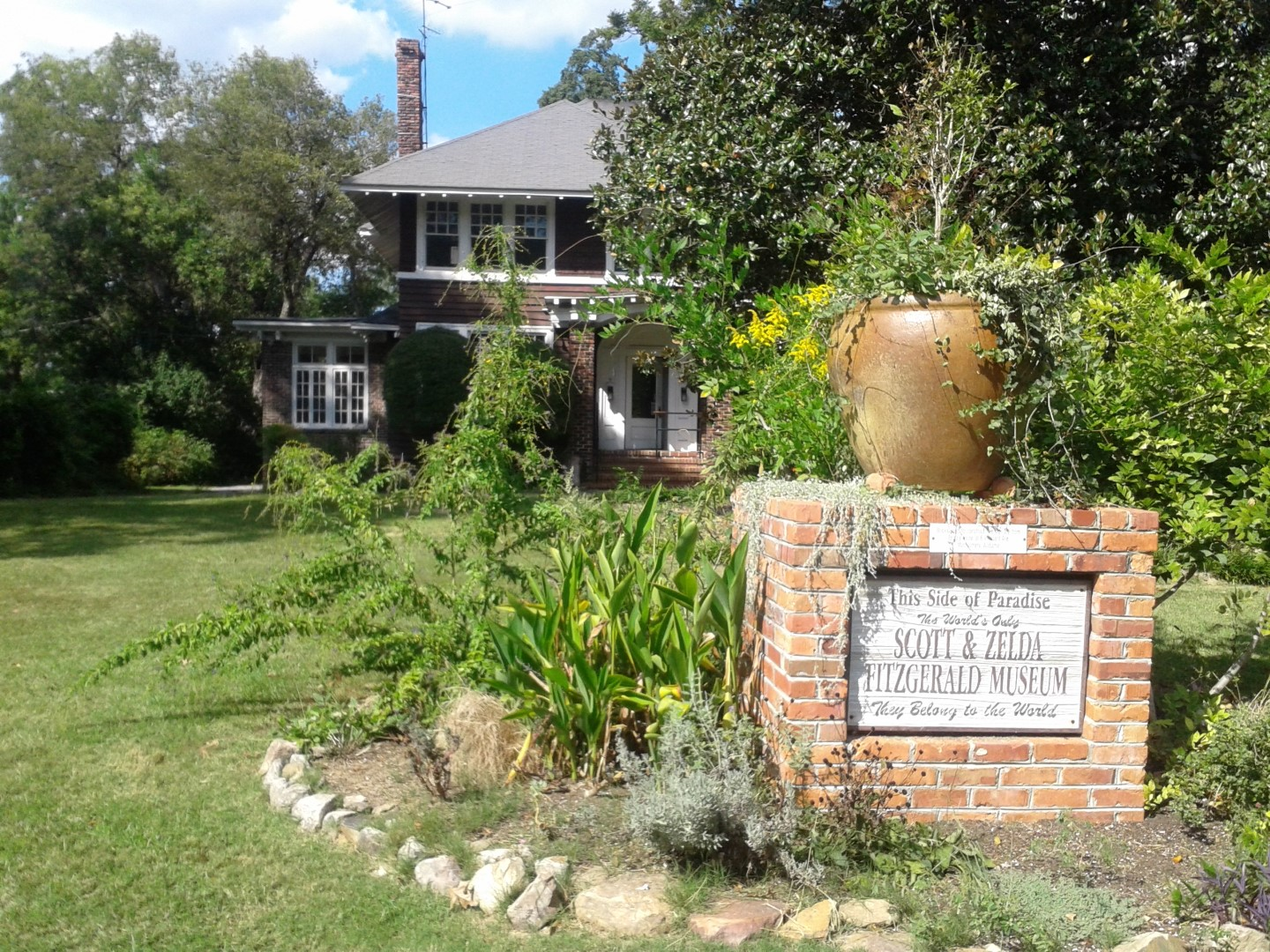 Front of the Fitzgerald Museum and sign