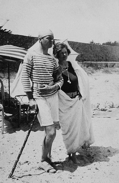Gerald and Sara Murphy at Cap d'Antibes beach, 1923