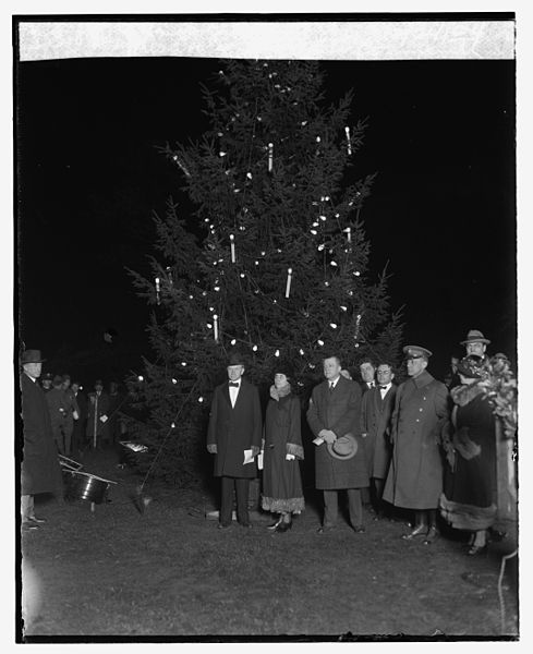 Calvin Coolidge lights the US national Christmas tree in 1924