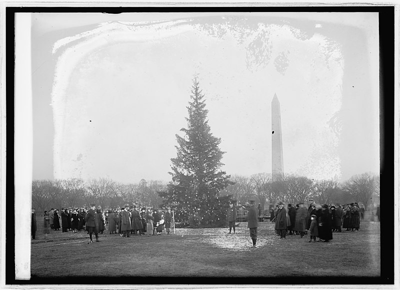 Community Christmas tree in 1923